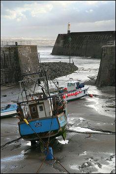 Low Tide, Porthcawl Harbor, Wales.  Photo: Capt' Gorgeous, via Flickr