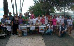 Voluntarios/as de Cruz Roja Estepona y de Andalucía Compromiso Digital participaron en un mercadillo solidario