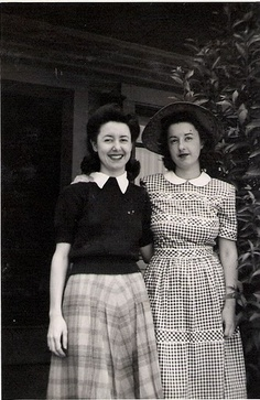Two beautiful young 1940s women. #vintage #1940s #fashion #ladies