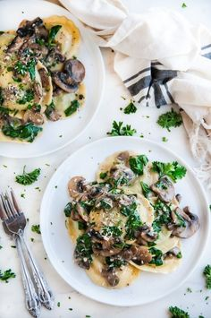 Creamy white wine mushroom spinach ravioli - 30 minute pasta recipe with light, flavorful sauce, mushrooms, spinach, and cheesy ravioli. Mushroom Ravioli Sauce, Spinach And Cheese Ravioli, Spinach Stuffed Mushrooms, Mushroom Pasta, Spinach Stuffed Ravioli Recipe, Spinach And Mushroom, Pot Pasta, Pasta Dishes, Rice Dishes