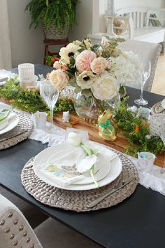 Spring Home Tour. Beautiful Easter and spring decorating ideas for the dining room with free Easter printables. Dining Room Table Decor, Room Decor, Easter Table Decorations, Easter Decor, Easter Centerpiece, Easter Templates, Easter Printables, Easter Crafts For Kids, Easter Ideas