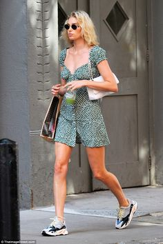 Elsa Hosk looks summer chic in a green floral mini dress Elsa Hosk, Summer Chic, Spring Summer Fashion, Autumn Fashion, Indie Fashion, Look Fashion, 90s Fashion, Korean Fashion, Vintage Fashion