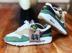 Nike Air Max Premium, Air Max 1s, Stylish Shoes For Men, Sneakers Fashion, Sneakers Nike, Nike Air Max Mens, Saucony Shoes, Fresh Shoes, Sneaker Boots