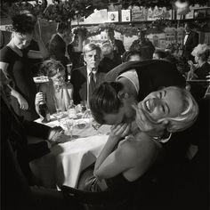 Photo by Larry Fink, George Plimpton at Elaine's, NYC, January 1999 © Larry Fink George Plimpton, Comics Vintage, Photographie Portrait Inspiration, Foto Fashion, Dark Fashion, Grunge Fashion, Fashion Beauty, The Love Club, Old Money