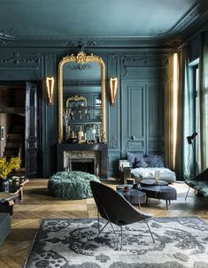 Diese Wohnung wagt den Gesamteindruck in jedem Zimmer - Elle D . - Cet appartement ose le total look dans chaque pièce – Elle Décoration Diese Wohnung wagt den g - Bedroom Color Schemes, Bedroom Colors, Design Living Room, Living Room Decor, Dark Living Rooms, Cozy Living, Bedroom In Living Room, Art Deco Interior Living Room, High Ceiling Living Room