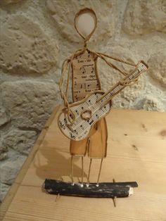 Gitarrist verkauft Sculptures Sur Fil, Instrument Craft, Sheet Music Crafts, Paper Mache Clay, Wire Crafts, Sculpture Clay, Wire Art, Art Plastique, Metal Art