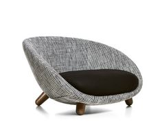 LOVE SOFA - Designer Armchairs from moooi ✓ all information ✓ high-resolution images ✓ CADs ✓ catalogues ✓ contact information ✓ find your. Modern Home Furniture, Sofa Furniture, Sofa Chair, Furniture Design, Round Sofa, Wrought Iron Patio Chairs, Office Sofa, Luxury Chairs, Modern Chairs
