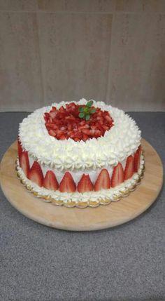 New birthday cake decorating frosting cream cheeses 52 ideas - Cake Decorating Dıy Ideen Cake Decorating Frosting, Cake Decorating Videos, Birthday Cake Decorating, Cake Decorating Techniques, Strawberry Cream Cakes, Strawberry Buttercream Frosting, Bolos Naked Cake, Fresh Fruit Cake, New Birthday Cake