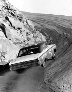 Parnelli Jones using every inch of the road in his 427 Mercury on his way to a stock car win at the 1963 Pikes Peak Hill Climb. Us Cars, Sport Cars, Race Cars, Hill Climb Racing, Road Racing, Auto Racing, Parnelli Jones, Types Of Races, Pikes Peak