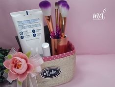 The best way to organize your makeup is making this basket yourself! By: MetDaan Originals Source by metdaanDIY Diy Crafts For Home Decor, Diy Crafts Hacks, Diy Crafts For Gifts, Diy Arts And Crafts, Craft Stick Crafts, Creative Crafts, Crafts Cheap, Homemade Crafts, 5 Minute Crafts Videos