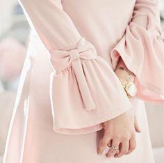 Pink bows on sleeves Abaya Fashion, Muslim Fashion, Fashion Dresses, Kurti Sleeves Design, Sleeves Designs For Dresses, Designer Wear, Designer Dresses, Estilo Abaya, Abaya Mode
