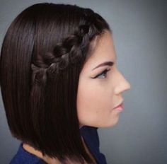 50 ways to braid your short hair Did you say that braids are not made for short hair ? To show you the opposite here are 50 beautiful easy braids to make on your short hair . Emily Anderson, Loose French Braids, Natural Hair Styles, Short Hair Styles, Braided Ponytail Hairstyles, Braid Hair, Braids For Short Hair, Braids Easy, Creative Hairstyles