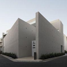 빛이 주인공이 되는 콘크리트 주택