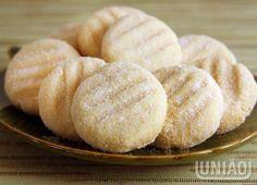 MANTECAL 1 xícara (chá) de União Refinado (160g) ¾ xícara (chá) de gordura vegetal (135g) 1 e ½ xícara (chá) de farinha de trigo (165g) ½ xícara (chá) de União Refinado passar os doces (80g)  Se preferir, antes de assá-los, coloque um pedaço pequeno de goiabada no centro de cada mantecal.