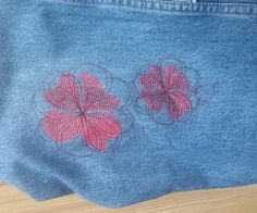 Machine embroidery designs flowers. Set of 2 branches of flowers and 2 flowers. you will need very little thread for this relatively big designs. Size of designs: Two color branch 114x198mm Single color line branch 115x198mm Single two colors flower: 79x80mm and 113x114mm. Those designs