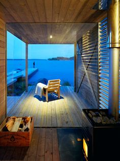 If you never have then you really must put sauna on your to do list. Sauna in the archipelago of Stockholm, Sweden. Designed by Arkitektstudio Widjedal Racki Architecture. Saunas, Coastal Cottage, Coastal Homes, Cottage Porch, Outdoor Spaces, Outdoor Living, Outdoor Seating, Waterfront Property, Jacuzzi