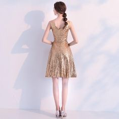 Sequined Cocktail Dresses Elegant V Neck Sleeveless Backless Formal Party dresses night Gold Cocktail Dress, Cocktail Dresses, Dresses Short, Party Gowns, Dream Dress, Sequin Dress, Elegant Dresses, Special Occasion Dresses, Bridal Gowns