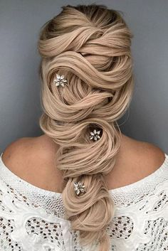 Wedding Hairstyles and Updos #weddings #hairstyles #fashion #weddingideas #weddinghairstyles