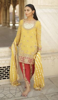 23 Trendy Ideas Bridal Pakistani Dresses Shalwar Kameez You will find different rumors about the history of the wedding … Pakistani Dresses Shalwar Kameez, Pakistani Bridal Dresses, Red Wedding Dresses, Pakistani Outfits, Designer Wedding Dresses, Pakistani Mehndi, Mehendi, Bridal Lace, Bridal Gowns