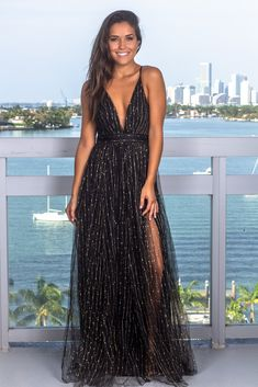 Buy this amazing Black and Gold Tulle Maxi Dress from Saved By The Dress Online Boutique! Perfect tulle maxi dress for any special occasion! Sexy Formal Dresses, Gold Formal Dress, Cute Short Dresses, Prom Girl Dresses, Formal Dress Shops, Black Prom Dresses, Grad Dresses, Pretty Dresses, Maxi Dresses
