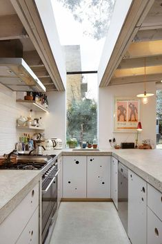Best Modern Kitchen Design Photos And Ideas - Page 5 Modern Kitchen Counters, Concrete Kitchen, Concrete Countertops, Countertop Materials, Cement Counter, Minimal Kitchen, Concrete Floor, Kitchen And Bath, New Kitchen