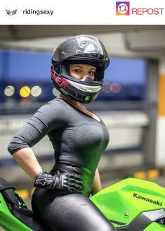 Image may contain: one or more people Lady Biker, Biker Girl, Triumph Motorcycles, Ducati, Vespa Vintage, Motard Sexy, Kawasaki Bikes, Chicks On Bikes, Dirt Bike Girl