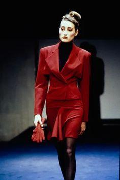 Azzedine Alaïa Fall 1988 Ready-to-Wear Collection - Vogue Weird Fashion, 80s Fashion, Fashion Show, Runway Fashion, High Fashion, Vogue Paris, Paris Girl, Azzedine Alaia, Iconic Dresses