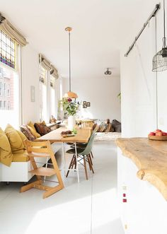 bright and cheerful Dutch family home - Esszimmer ideen -A bright and cheerful Dutch family home - Esszimmer ideen - living room layouts for long rooms Blueberry Home, Home And Living, Home And Family, Living Room, Modern Kitchen Island, Space Kitchen, Kitchen Islands, Kitchen Layout, Diy Kitchen