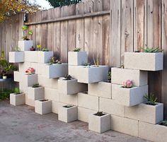 Love this idea for PR... Maceteros de hormigón en un jardín moderno | Decoratrix | Decoración, diseño e interiorismo