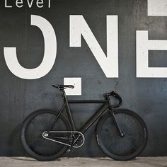 Level One Matte Black and White fixie, fixed gear Velo Retro, Velo Vintage, Velo Design, Bicycle Design, Road Bikes, Cycling Bikes, Track Cycling, Urban Cycling, Urban Bike