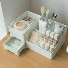 In principle, pure makeup products need to be oh-so easy - it truly is little, Makeup Storage Organization, Cosmetic Storage, Bathroom Organisation, Organization Ideas, Make Up Organiser, Organiser Box, Rangement Makeup, Uni Room, Cute Room Decor