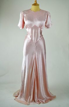 Beautiful 1930s-vintage-nightdress-peach-pink-floral-detail-front