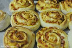 Lunch Box: Pizza Scrolls Recipe (Thermomix) (Be A Fun Mum) Pizza Au Bacon, Pizza Roulée, Tortillas, Scrolls Recipe, Thermomix Bread, Bellini Recipe, Dough Ingredients, Lunch Box Recipes, Lunchbox Ideas