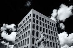 "Fotografía: ""Palazzo della civita del lavoro"" - Luigi Scuderi©  #Art #Photography #rebeliónnómada #creemosenelasombro"