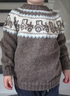 Billedresultat for mariusgenser med traktor oppskrift - My WordPress Website Fair Isle Knitting Patterns, Chunky Knitting Patterns, Lace Knitting, Knitting Socks, Knit Crochet, Crochet Toddler, Knitted Baby Clothes, Knitting For Kids, Baby Sweaters