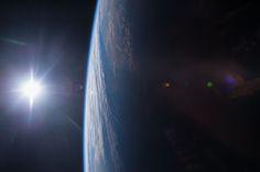 Puesta de sol sobre el Golfo de México.  Desde la estación espacial internacional, Terry W. Virts Ingeniero de vuelo de la 42 expedición tomó esta fotografía del Golfo de México y la costa del Golfo de Estados Unidos en el atardecer. Crédito de la imagen: NASA/Terry Virts.