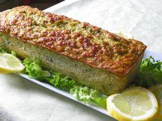 Des courgettes, en veux-tu ? en voilà :) Voici une recette TW que fait régulièrement ma collègue Brigitte. Servi froid avec une mayonnaise citronnée ou une sauce tomate, ce pain de courgette est un régal... et de saison ! Merci Brigitte, recette adoptée...