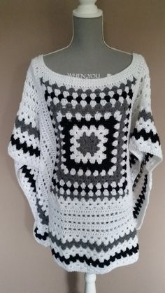 A very warm and very popular poncho! It can be worn with everything. Whether you wear it on jeans or on a skirt, it will look amazing! Col Crochet, Crochet Jumper, Crochet Poncho Patterns, Crochet Coat, Crochet Cardigan, Crochet Scarves, Crochet Shawl, Crochet Clothes, Easy Crochet
