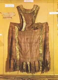 """Pellote of Enrique I. Taffeta and brocade, silk fiber and gold buillon, gold-plated leather. The Royal Monastery of las Huelgas in Burgos, Spain. Medieval Life, Medieval Fashion, Medieval Clothing, Medieval Art, Medieval Costume, Medieval Dress, Historical Costume, Historical Clothing, Historical Dress"