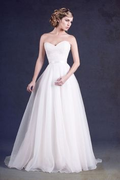 KAREN WILLIS HOLMES - Wedding gown - Paige. I just fell in love.
