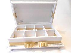 Linda caixa kit toalete para casamentos.  Temos outras opções de tecidos e fitas.  Consulte opção com embalagens personalizadas. R$ 165,00
