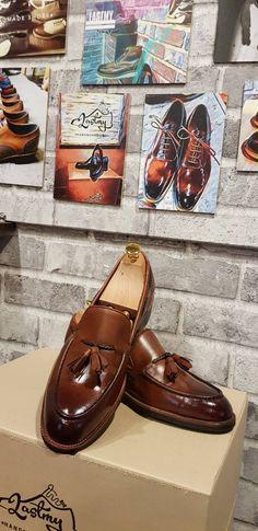 厳選された上質な革をヨーロッパから直接仕入れ、それを使用し、熟練の職人が靴を仕上げていました。通気性抜群の上で、見た目だけでも高級感が溢れる感じ。 韓国ファッショントレンド 国際送料はてラストミーが負担します。  jp.lastmy.com #lastmy #ラストミー #ジェントルマン #紳士  #オックスフォード #お買い物 #くつ #メンズ #いいね #デザイン #コーデ  #靴作り  #手作り靴 #ヌバック #足元 #高級靴  #靴磨き  #man #fashion #boots #oxford