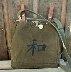 Mochila militar Vintage pintadas Kanji paz por clpstudio en Etsy