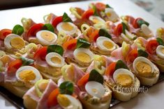 "Oblozene chlebicky ""Open Sandwich"" in Czech Republic. Czech Recipes, Russian Recipes, Ethnic Recipes, Finger Food Appetizers, Appetizer Recipes, Snack Recipes, Sandwich Platter, Goat Cheese Salad, Tea Sandwiches"