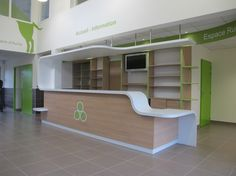Agencement Accueil de clinique vétérinaire … Office Counter Design, Shop Counter Design, Office Interior Design, Design Entrée, Lobby Design, Store Design, Store Interiors, Office Interiors, Design Clinique