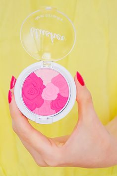 Blush fleur H&M rose et fuchsia - Autumn Flower #blog #beaute #maquillage #makeup #teint #bonnemine #blush #fleur #autumn #flower #rose #fuchsia #hetm #hm http://mamzelleboom.com/2014/09/18/blush-blusher-fleurs-h-et-m-autumn-spring-flower-rose-orange-rouge-bonne-mine-printemps-ete-automne-hiver/