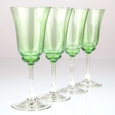 4 Gläser grün um 1900 Jugendstil grün Vintage Süssweingläser K10