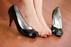 How to Get Rid of Bunion Pain: Home Remedies & Exercises - eMediHealth Heel Pain, Foot Pain, How To Treat Bunions, Sore Toe, Get Rid Of Bunions, Foot Exercises, Top 10 Home Remedies, Beauty Forever, Only Shoes