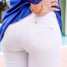 Popsugar turned to Beija-Flor Founder, Kathy Moça, to get expert tips on finding the best white jean for any body type! Best White Jeans, White Denim, Night Outfits, Summer Outfits, Concert Outfit Summer, Casual Skirt Outfits, Comfortable Fashion, Ladies Dress Design, Body Types