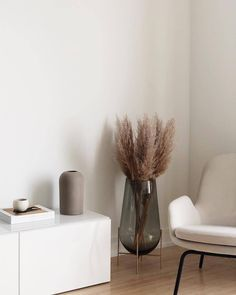 With its matt surface our Dome Vase, is harmoniously used in the interior by Amazing picture and styling 🖤 Decor, Cheap Home Decor, House Design, Interior, Home Decor, House Interior, Room Decor, Room Interior, Apartment Decor